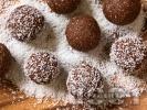 Рецепта Домашни шоколадови бонбони с бисквити, кокосово масло и ром
